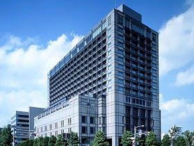 義両親の金婚式のお祝いで紅葉の京都旅行を計画中です。1泊4人で10万円以内でお勧めの宿を教えてください。