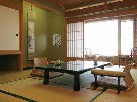 【1日2室限定】夕食お部屋出し。歴史に彩られた本館客室で若松の旬を味わう
