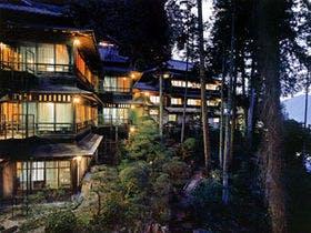 日本3名泉の下呂温泉でほっこりな温泉宿を教えて下さい。