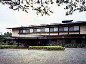 今年の夏休みに、京都、兵庫、鳥取あたりで海水浴と海鮮が楽しめるホテル