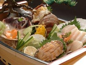 【美味旬旅】【函館・旬の一品つき】北海の魚貝を食べ尽くす「活貝づくし舟盛り付き」和食会席膳
