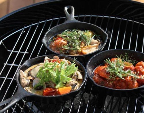 ダッチオーブンやスキレットで本格料理も! 写真提供:一休.com