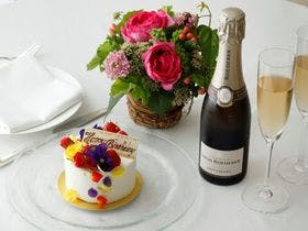 Celebrating Stay <Cake, Flowers & Champagne>