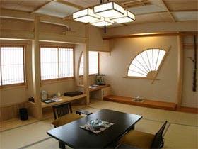 「総檜風呂付和室」 明るく檜の香りがやさしい総檜風呂と書院造りで趣のある和室