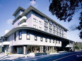 大人5人{10万円}で箱根に1泊旅行を検討中ですが、家族全員が喜びそうな温泉宿を紹介して下さい。
