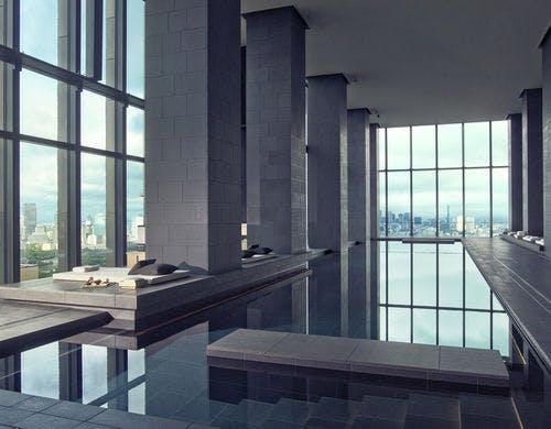 景色も素敵なプール