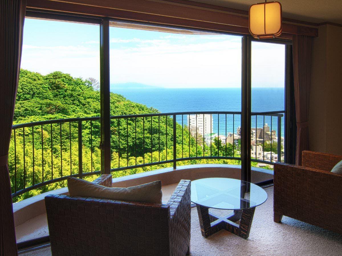 客室は伊豆の海を見下ろせる眺望