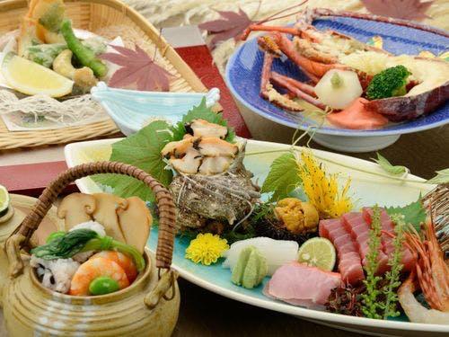 夕食は伊豆の山海の幸